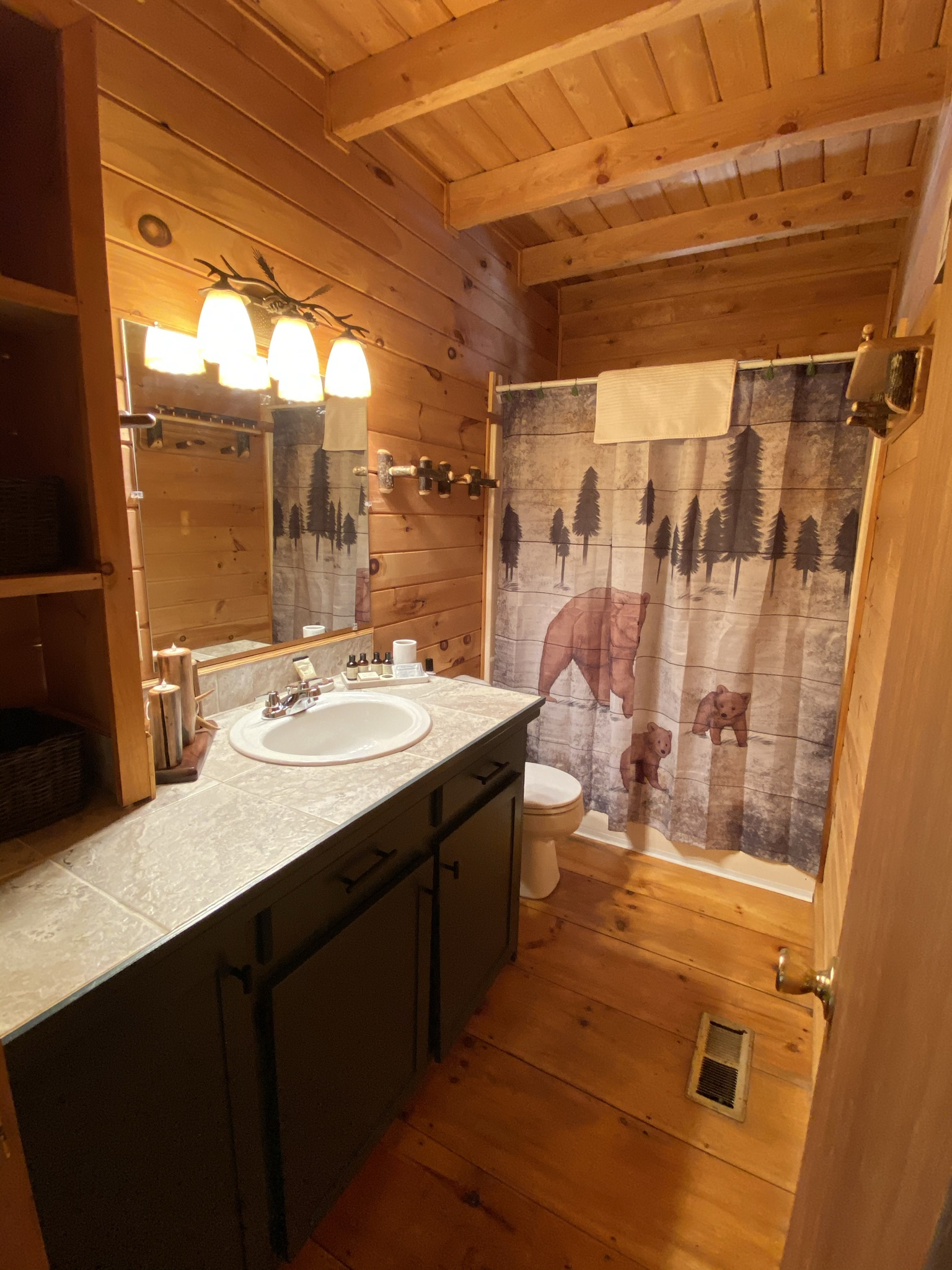 Full size second bath with tub and shower combo